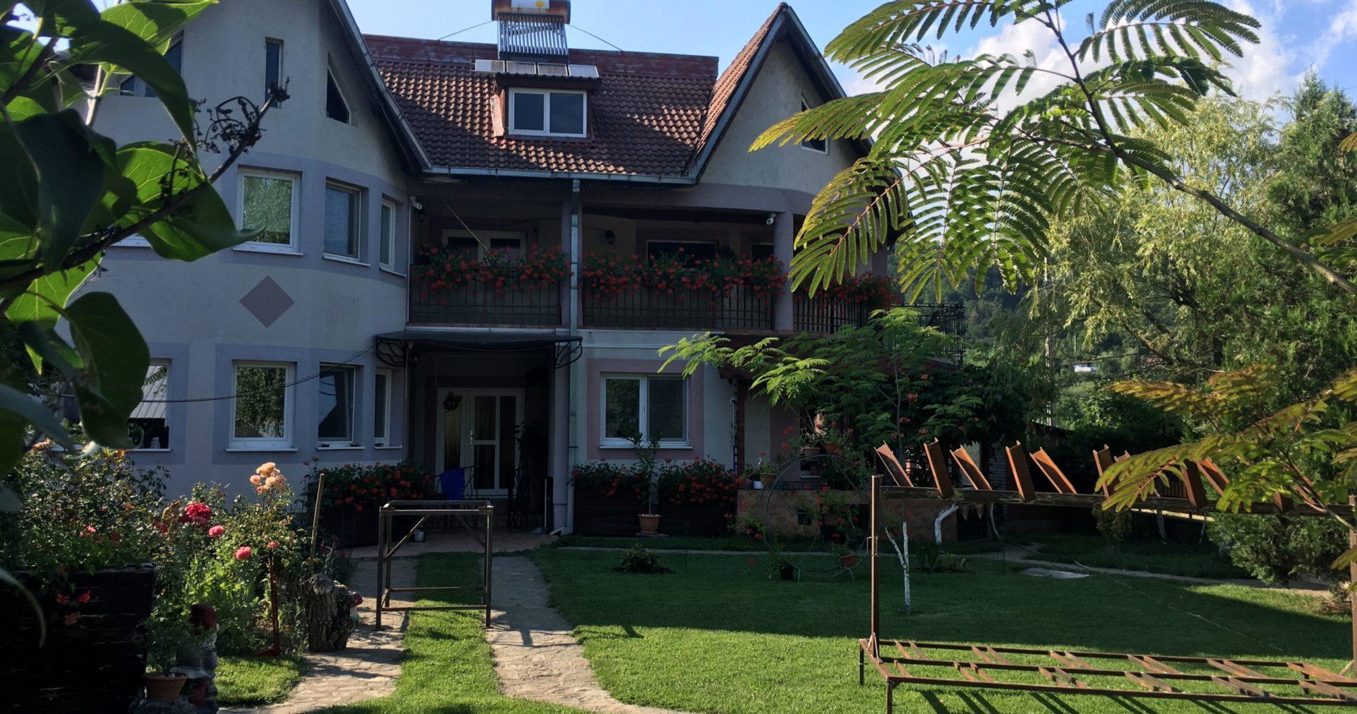 Casa cu Mesteceni